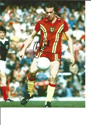 Alan Curtis 10x8 Signed Colour Football Photo In Action For Wales JM110