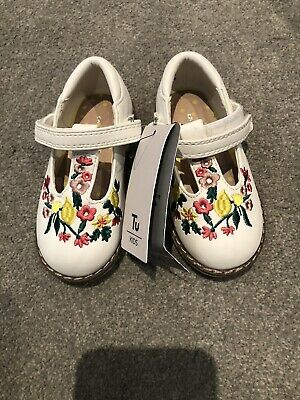 BNWT Toddler Girls White TU Shoes Infant Size 5