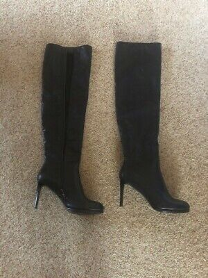 High quality pair of womens over the knee boot. Great looking and sexy.