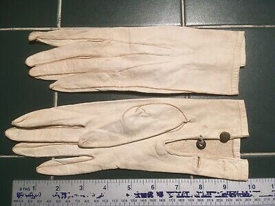 Vintage ladies gloves: soft white leather with crown buttons