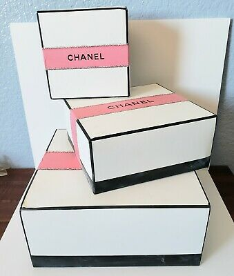 Advertising Chanel Gift Box One Piece Display