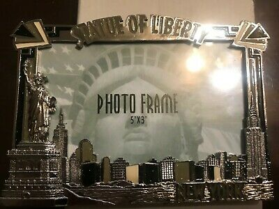 NYC Picture frame featuring the New York City skyline, Statue of Liberty 5 x 3