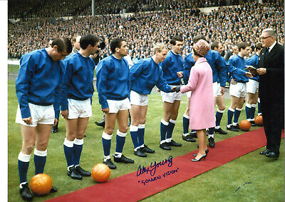 Alex Young Everton 16 x 12 inch hand signed authentic football photo SS180