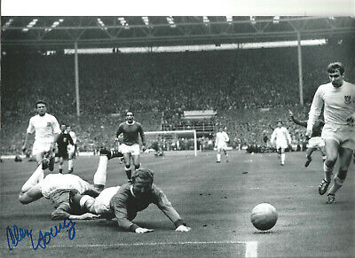 Alex Young Everton 12 x 8 inch hand signed authentic football photo SS181H