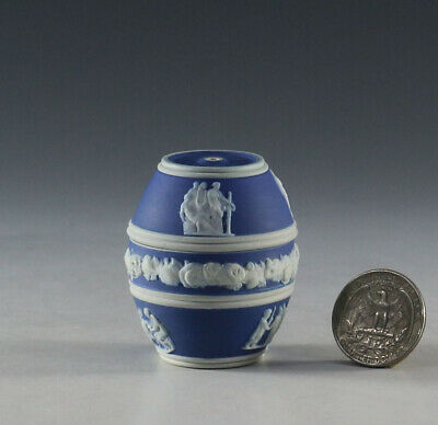 19th C. MINIATURE WEDGWOOD JASPER COBALT DIP IN THE FORM OF BARREL MATCH HOLDER.