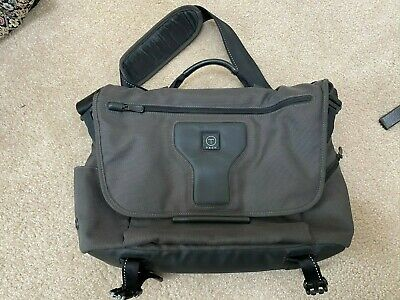 Tech by Tumi Laptop Computer Messenger Bag Style 57175 SMG VERY NICE