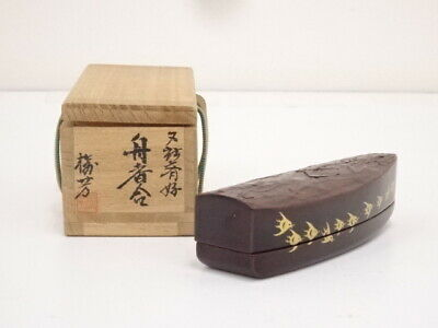 4600301: Japanese Tea Ceremony Lacquered Boat Incense Container / Kogo
