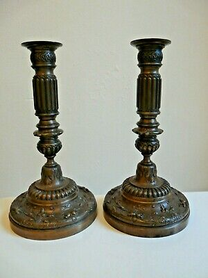 PAIRE DE BOUGEOIRS EN BRONZE SIGNES F. BARBEDIENNE 19ème SIECLE