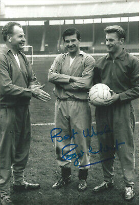 Roger Hunt Liverpool 10 x 8 inch hand signed authentic football photo SS361