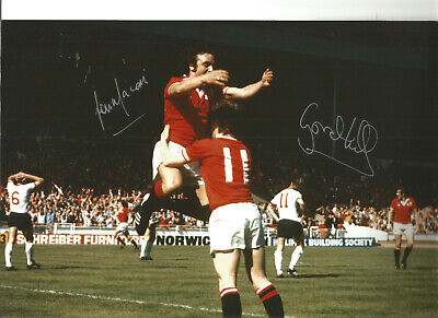Gordon Hill Lou Man Manchester United signed authentic football photograph SS491