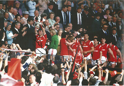 Bryan Robson Manchester United signed authentic 12x8 football photograph SS534G