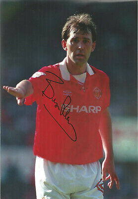 Bryan Robson Manchester United signed authentic 12x8 football photograph SS534J