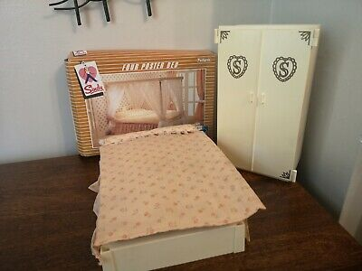 Sindy Wardrobe Vintage 1970's with Four Poster Bed (pls read)