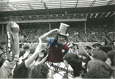 Trevor Brooking West Ham signed 12 x 8 inch authentic football photograph SS679A