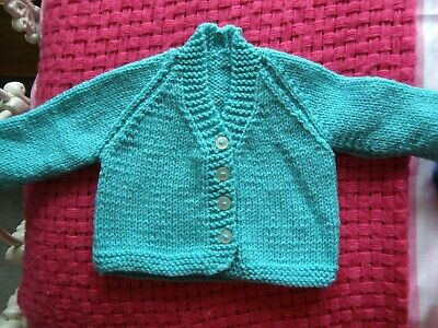 baby boys /girls hand knitted cardigan aged 0-3 months BN