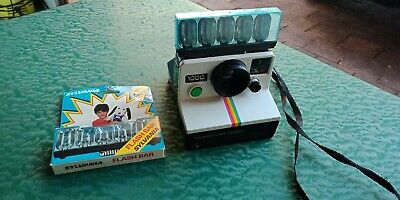 Vintage 1970's Polaroid Land Instant Camera 1000 Collectible with flash bulbs