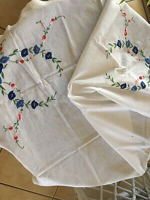 White vintage tablecloth with embroidered flowers – square Like 87 x 94 cm