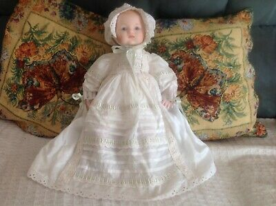 VINTAGE DOLL CLOTH BODY PLUS QTY DOLL CLOTHES. Doll 41cm