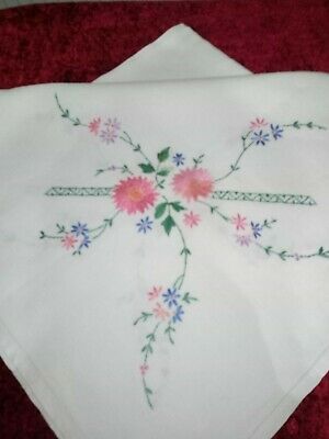 Stunning Vintage Linen Hand Embroidered Tablecloth ~ Beautiful Daisy's