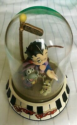 """Collectable Limited Edition BETTY BOOP """"BOURBON ST"""" SCULPTURE UNDER GLASS DOME"""