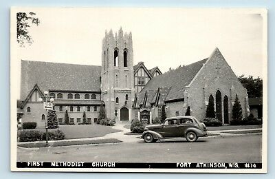 Fort Atkinson, WI - c1940s STREET VIEW OF METHODIST CHURCH & OLD CAR - RPPC - S5