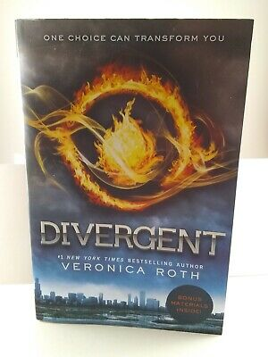 Divergent (Divergent Series) Paperback by Veronica Roth with Bonus Materials EUC
