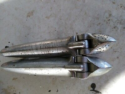 PAIR OF BOOT LID HINGES TRIUMPH TR4-5,SPITFIRE I-III,HERALD /& VITESSE 604917//8