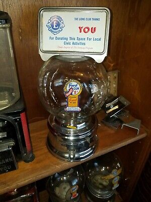 Nice 1950s model  Ford gumball machine penny glass globe with lock & key 233362