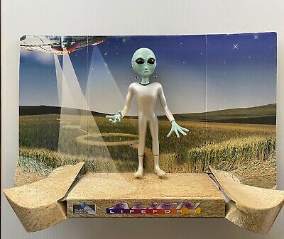 Shadowbox gray Alien Lifeform with panoramic display 1995