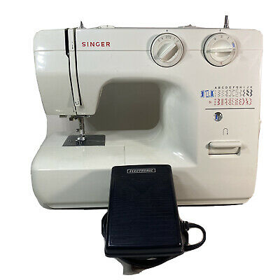 Singer sewing machine Electric 1120 With Case And Manual Rare