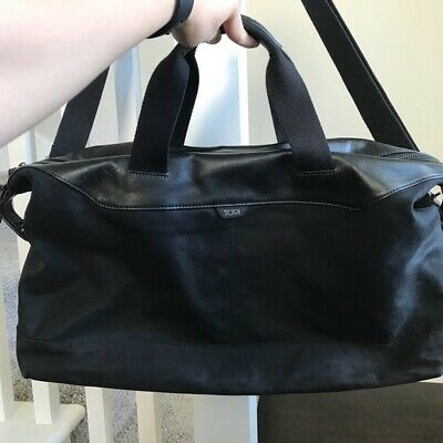Tumi Weekend Travel Duffel Bag Black Leather Canvass Carr }Y On