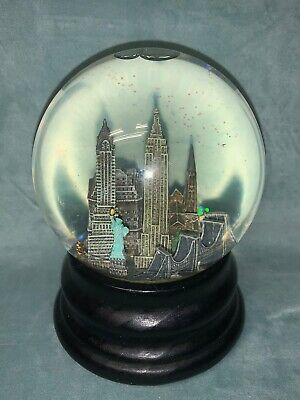 "GLITTERY Saks Fifth Avenue NY Musical Snow Globe - NEW YORK CITY Plays ""NY-NY"""