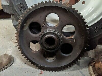 FORDSON MAJOR UPPER SHAFT AND GEAR C//W WITH NUT AND LOCK TAB DEAD DRIVE GEARBOX