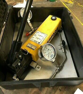 ENERPAC P802 HYDRAULIC HAND PUMP  Supplied in Black Peli Case c/w gauges etc.