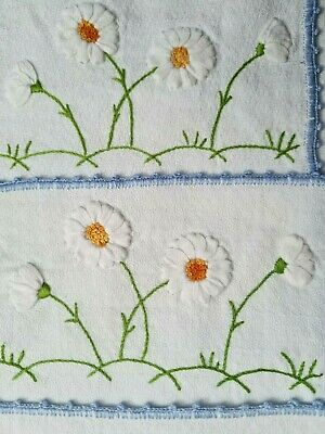 Lovely-set 5 individual placemat and 1 runner - hand-trimmed with trimmings -