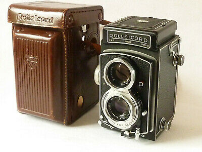 Vintage ROLLEICORD V TLR Camera, with Case- fine condition.
