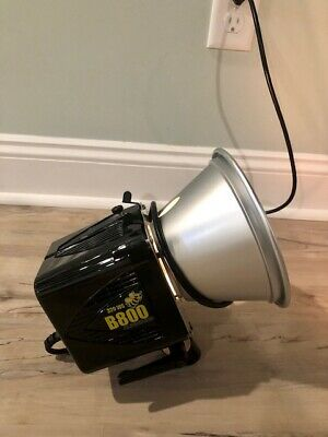 Paul Buff Alien Bees B800 Monolight with Modeling Lamp and Reflector
