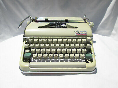 Vintage Olympia Traveller Portable Typewriter W/ Case & Key.