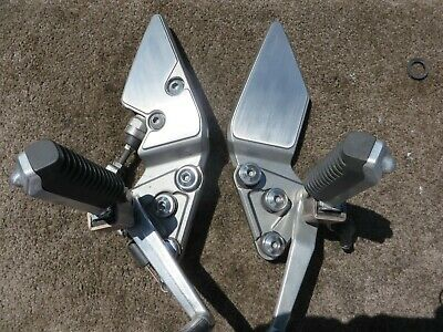 Suzuki  Bandit Gsf1200 Gsf600 Footrests  Pegs Left And Right Complete