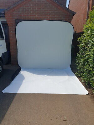 Lastolite Hilite 8' x 7' High Key Collapsible Background + Washable Vinyl Train