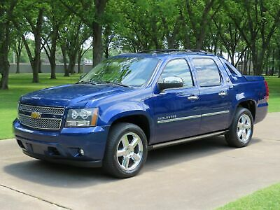 2013 Chevrolet Avalanche Black Diamond LTZ 1 Owner Perfect Carfax Heated and Cooled Seats Moonroof TV/DVD 20's Michelins 1 Owner