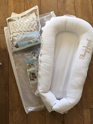 Sleepyhead Deluxe Baby Pod 0- 8 Mths  Pristine White With Spare Cover