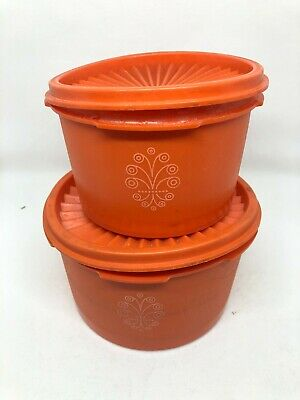 Vintage Tupperware Round Containers with pleated lids set of 2 Used