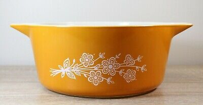 VINTAGE PYREX BUTTERFLY GOLD CASSEROLE BOWL Excellent like new condition