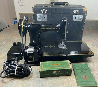 VTG SINGER FEATHERWEIGHT 221 Sewing Machine 3-120 Case Manual Pedal 3120 READ
