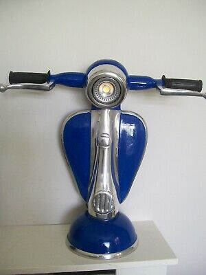 Vespa LED table lamp in blue | Andy