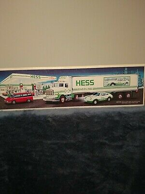 1992 Hess Toy 18 Wheeler Box Truck and Racer New In The Box