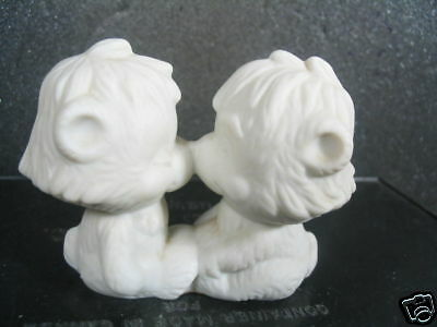 Hallmark 1975 BEARS RUBBING NOSES Little Gallery White Porcelain Bisque