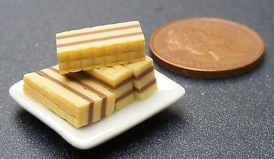 1:12 Scale Ceramic Plate Of 4 Wafer Cakes Dolls House Miniature Accessory PL22