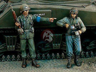 Verlinden 1/35 US MP Pointing with Tanker Drinking Coffee WWII (2 Figures) 1118